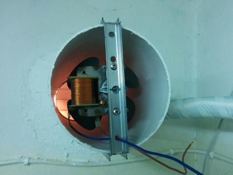 Screw rail in ventilation hole